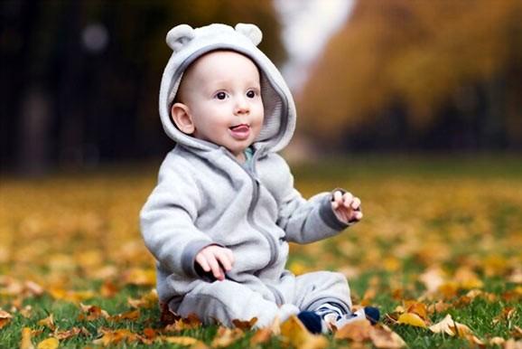 Should babies wear shoes when learning to walk
